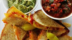 Quesadillas salsa og guacamole