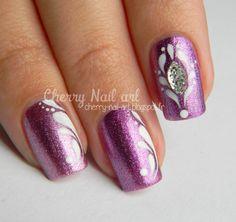 nail art gouttes peinture acrylique et strass