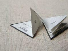 Miyako Akai - Triangle Book of Autumn Poem 70 copies. Handmade Journals, Handmade Books, Up Book, Book Art, Bts Design Graphique, Tunnel Book, Accordion Book, Shape Books, Homemade Art