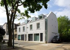 London studio Robert Dye Architects renovate and extend a mews house in Primrose Hill, London, shifting the entire end wall to create space Mews House, House 2, Residential Architecture, Modern Architecture, Primrose Hill London, Architecture Foundation, Recycled House, Dormer Windows, House Extensions