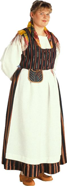 Hankasalmen naisen kansallispuku. Kuva © Suomen käsityön museo - Finland