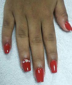 Clienta: Irma Ramirez. Set estructurado con acrílico Piurly Pink de NSI y esmaltado con HK color.