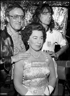 Photo of Alice COOPER; with Peter Sellers & Jeanette Charles at Party to promote the Album 'Welcome to My Nightmare' Get premium, high resolution news photos at Getty Images Alice Copper, Best Classic Rock, Unlikely Friends, Thing 1, Rock Artists, Rock Legends, Greatest Songs, Death Metal, No One Loves Me