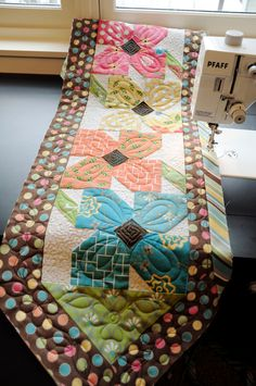 adorable table runner... would love to have this for my home sweet home <3.