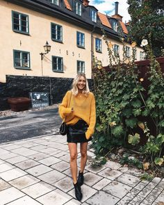 9,517 отметок «Нравится», 70 комментариев — Viktoria Dahlberg (@viktoria.dahlberg) в Instagram: «Happy in Stockholm #love #home #ootd #bikbokxelsahosk #stockholm»