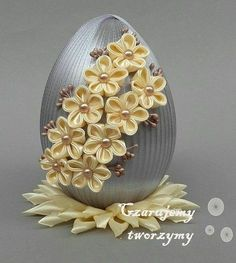 Quilled egg or quill decorated Diy Lace Ribbon Flowers, Kanzashi Flowers, Ribbon Art, Diy Ribbon, Ribbon Crafts, Egg Crafts, Easter Crafts, Holiday Crafts, Diy And Crafts