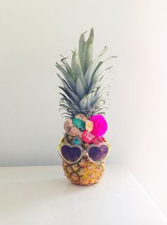 Party like this pineapple when you're in Hawaii! Flamingo Party, Aloha Party, Luau Party, Beach Party, Anniversaire Luau, Hawaian Party, Tropical Party, Impreza, Party Planning
