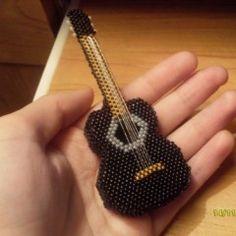 гитара из бисера, кирпичное плетение