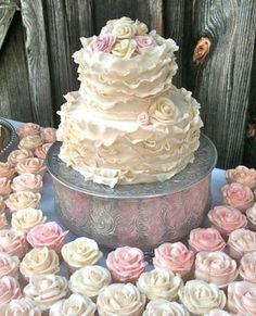 Cake and Flowery Ruffle Cupcakes.Match made in Heaven!Ruffle Cake and Flowery Ruffle Cupcakes.Match made in Heaven! Beautiful Wedding Cakes, Gorgeous Cakes, Pretty Cakes, Cute Cakes, Amazing Cakes, Dream Wedding, Camo Wedding, Wedding Bride, Wedding Dresses