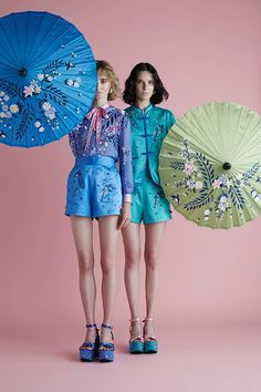 "Sretsis, which is ""sisters"" spelled backwards, is a collection of clothing quickly becoming known for it signature quirks and subtle cheekiness. Cute Fashion, Fashion Art, Fashion Show, Fashion Outfits, Womens Fashion, Fashion Design, China Mode, Cheongsam Dress, Oriental Fashion"