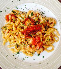 Busiate trapanesi con gamberi, melanzane e formaggio del Belice #handmade #pasta #Trapani #Sicily #prawns #aubergines #tomato