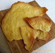 La scrocchiarella al sesamo con farina di ceci è uno snack sano, proteico e molto sostanzioso ideale da gustare come spezza fame o come sostituto del pane