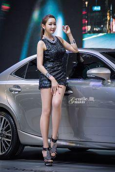 Han Chaei at 2013 Seoul Motor Show
