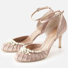 Strap pumps with pearl / ShopStyle: Strawberry Fields グレース パンプス