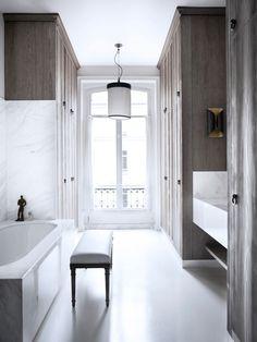 The House Of Patrick Gilles & Dorothée Boissier In Paris   Yatzer Bad Inspiration, Bathroom Inspiration, Interior Inspiration, Apartment Interior, Apartment Design, Bathroom Interior, Parisian Bathroom, Minimal Bathroom, White Bathroom