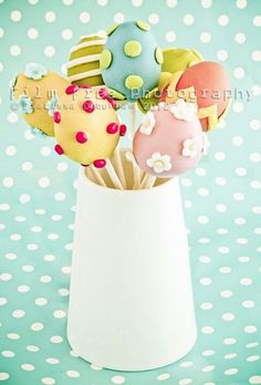 Could do with wooden eggs and use for centerpiece. Easter Cake Pops, Easter Cookies, Easter Treats, Spring Cake, Cookie Pops, Cake Decorating Supplies, Easter Party, Love Cake, Cute Cakes