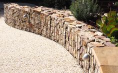 The curved gabion wall drops 7 times along its 9 metre yard) length Backyard Fences, Backyard Landscaping, Gabion Wall Design, Metal Garden Edging, Gabion Cages, Gabion Retaining Wall, Gabion Baskets, Sloped Garden, Landscape Concept