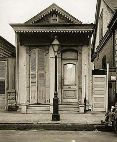 new Orleans shotgun house - Yahoo Image Search Results New Orleans Homes, New Orleans Louisiana, Louisiana Gumbo, Louisiana Art, New Orleans Art, New Orleans Architecture, Southern Architecture, Amazing Architecture, New Orleans History