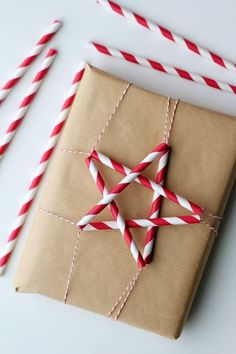 christmas wrapping, stripe star decoration from paper straws, so cute #christmas #christmascrafts
