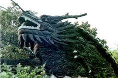This is at the YuYuan Garden in Shanghai, China. This dragon wall is beyond amazing! #YuYuan  #Shanghai  #dragon