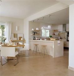 Amplia cocina abierta al mar mallorquín Open Plan Kitchen Living Room, Kitchen Dining Living, Kitchen Room Design, Modern Kitchen Design, Kitchen Layout, Home Decor Kitchen, Interior Design Kitchen, Home Kitchens, Kitchen Ideas