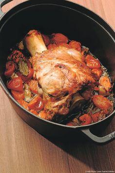 Un plat de ménage tout simple, dans la grande tradition de la cuisine bourgeoise. Il suffit de laisser mijoter cette recette de jarret de veau. C'est aussi ça, la magie de la cuisine de Bocuse.