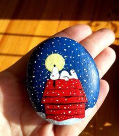 Snoopy Painted rock ideas #paintedrocks #artstone #paintedstone #artrock
