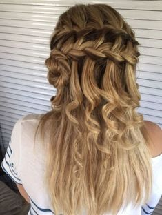 50 Waterfall Braid Inspirations You will Love, These 50 waterfall braids will add some romantic and feminine vibe into your looks. If you are looking for a sophisticated braid, then here you fou. Haircut Styles For Women, Short Haircut Styles, Best Short Haircuts, Long Hair Styles, Hairstyles Over 50, Trending Hairstyles, Braided Hairstyles, Medium Size Braids, Teenage Hairstyles For School