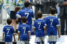Homenaje del Schalke a Raúl