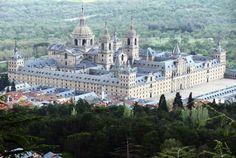 fVistas panorámicas del Monasterio de El El El Escorial desde el Monte de Abantos en la Sierra de Madrid.