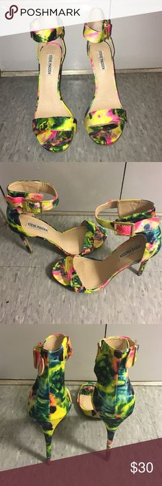 Steve Madden multi colored heels sz 9 Really cute shoe, worn once. I wore them with a padded insole for comfort ( left a mark). Thanks for viewing! Steve Madden Shoes Heels