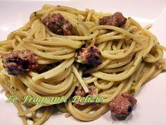 Gli spaghetti con la salsiccia e pesto sono un primo piatto estremamente facile, veloce da preparare e dal sapore intenso