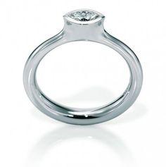 Verlobungsring in Platin mit einem Diamant-Navette