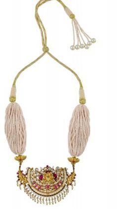 Pendent Metal Jewelry, Gemstone Jewelry, Antique Jewelry, Gold Jewelry, Jewelery, Small Pearl Necklace, India Jewelry, Jewelry Patterns, Handcrafted Jewelry