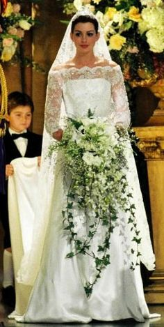 wedding dress from the royal engagement movie | ... Mia (Anne Hathaway ...