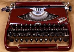 We Love Art & Design: Vintage Typewriters Manual Typewriters For Sale, Vintage Typewriters, Typewriter For Sale, Antique Typewriter, Peoria Illinois, Vintage Office, Household Items, Love Art, Vintage Items