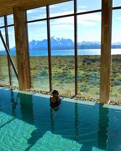 Hotel Tierra Patagonia @tierrahotels, Chile. Aproveitamos o dia de hoje para curtir o incrível  spa do #TierraPatagonia. O hotel é belíssimo e sua localização é perfeita! Que vista!!! Há várias opções de passeios, todos incluídos nas diárias. Amanhã faremos trilha! @tierrahotels