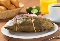 Los tamales oaxaqueños tradicionalmente van envueltos en hoja de plátano, prueba esta receta que sabe deliciosa y te transportara a este estado.