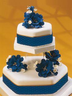 Plava i zlatna Wedding Cake Designs, Wedding Cakes, Cupcakes Fondant, Cupcakes Flores, Quinceanera Cakes, Sweet Corner, Tiered Cakes, Party Cakes, Beautiful Cakes