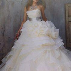 #weddingdress#dres#gown #bridalgown#instamode#novias #sposa#ウエディングドレス#ドレス#結婚準備#プレ花嫁#カラードレス#フラワー#アクセサリー #kiyokohata #キヨコハタ
