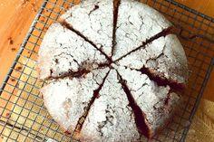 Dışı kıtır, içi ıslak ve yumuşacık. Üstelik yapımı da oldukça pratik. Şimdi ıslak kek düşünsün, ona fena rakip var. Afiyet olsun.