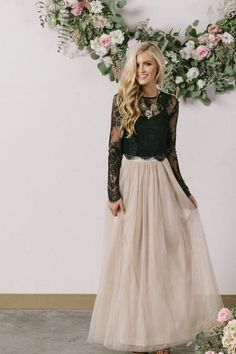 This comfortable and versatile tulle maxi skirt comes in a classic shade of grey. Wear it casual or dress