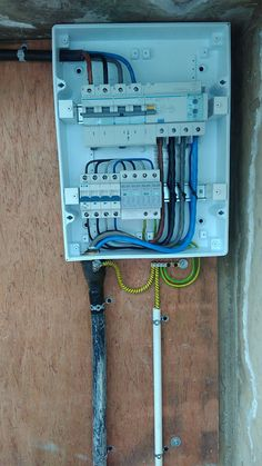 Electrical Panel Wiring, Electrical Layout, Electrical Plan, Electrical Projects, Electrical Installation, Electrical Engineering, Simple Electronics, Electronics Projects, House Hall Design