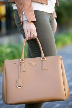 Back At It | Prada Saffiano Double Zip Tote | Camel Leather Vince Skinny Jeans | Luci's Morsels :: LA Denim Blog