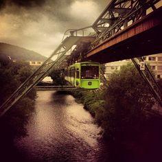 Die schwebebahn und die Stadt allgemein ♡  Es ist meine lieblingsstadt *-*