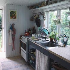 My kitchen is cleared..😱Elderflower cordial all around!✨✨