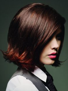 Male and female hair trends for the season. Short hair with heavy structures, natural flow and dynamic movement. Classic Hairstyles, Modern Hairstyles, Pretty Hairstyles, Bob Hairstyles, Medium Hair Styles, Short Hair Styles, 60s Hair, Hair Affair, Great Hair