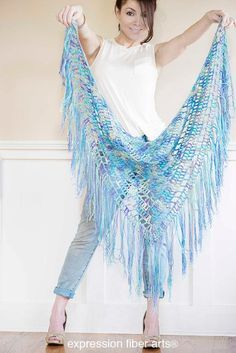 10 free #crochet shawl patterns on Craftsy - boho triangle crochet shawl