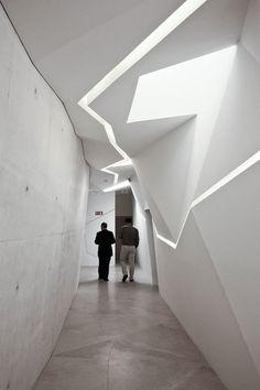 Gekrümmte Flächen und schräge Linien | Architecture bei Stylepark