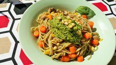 Espaguetis con pesto de brócoli y piñones Spaghetti, Drink, Ethnic Recipes, Food, Pizza Recipes, Pizza, Broccoli Pesto, Vegan, Beverage